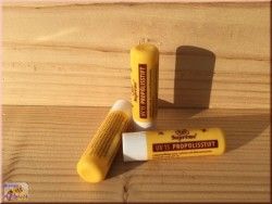 Pomadka z propolisem Api Supreme i ochrona UV.